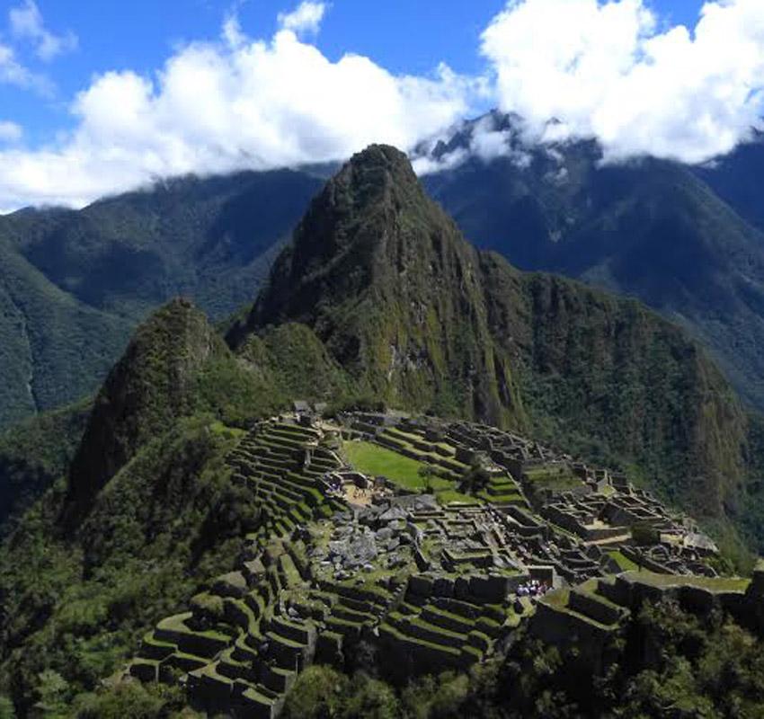 La majestueuse cité du Machu Picchu, perchée à plus de 2000 mètres d'altitude