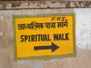 La marche spirituelle autour du lac sacré