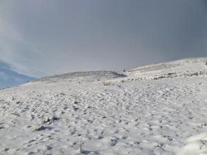 Sur la route enneigée du tombeau de Maeve